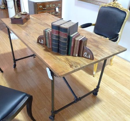 INDUSTRIAL STYLE TABLE ON WHEELS