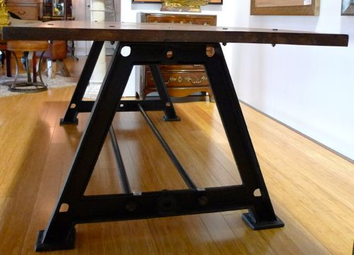 MAGNIFICENT INDUSTRIAL STYLE TABLE ON HEAVY CAST IRON BASE